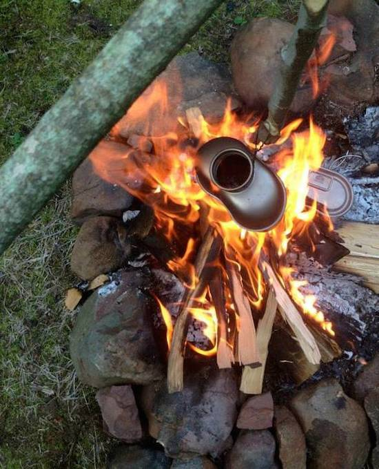 Ti_canteen_in_fire_boiling_water__