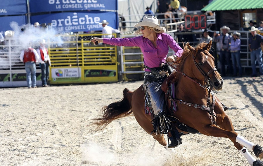 from: http://americanshootingjournal.com/wp-content/uploads/2015/05/PHOTO-1-Kenda-ROCKIN-it.jpg