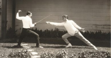 Image of men fencing