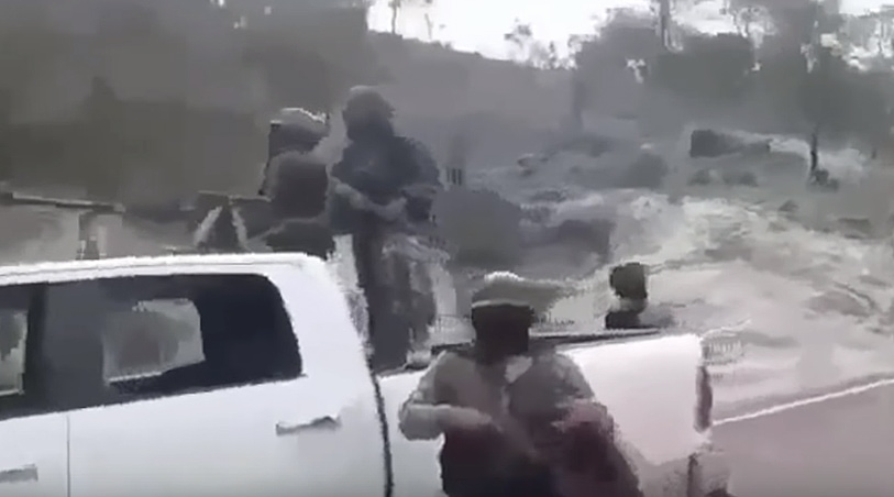 Jalisco Cartel operating a convoy in the open.