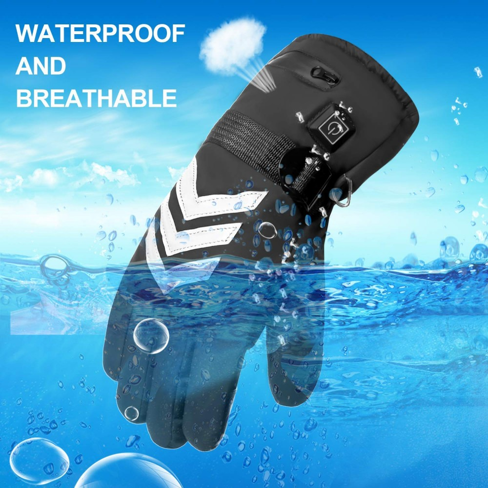 This picture shows the glove dipped into photoshopped water to indicatet that its water proof, and breathable.