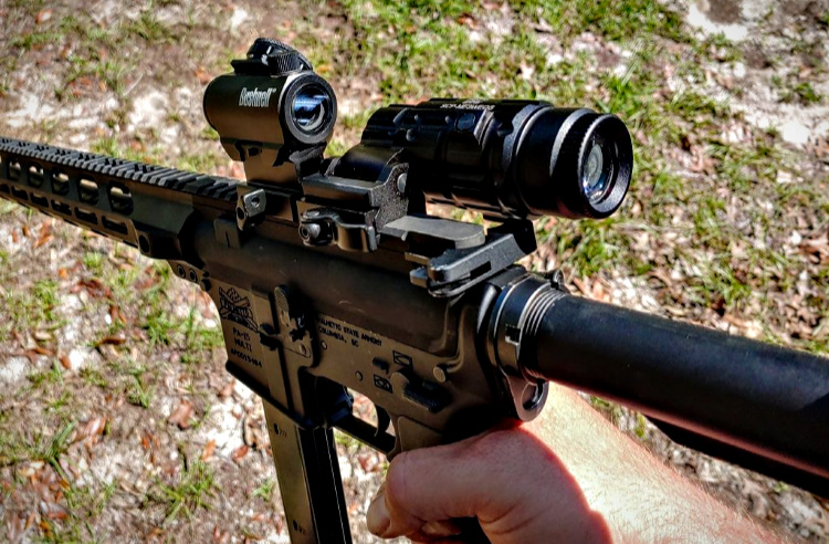 Budget red dot set-up - The UTG magnifier flips to side and to the front without argument.