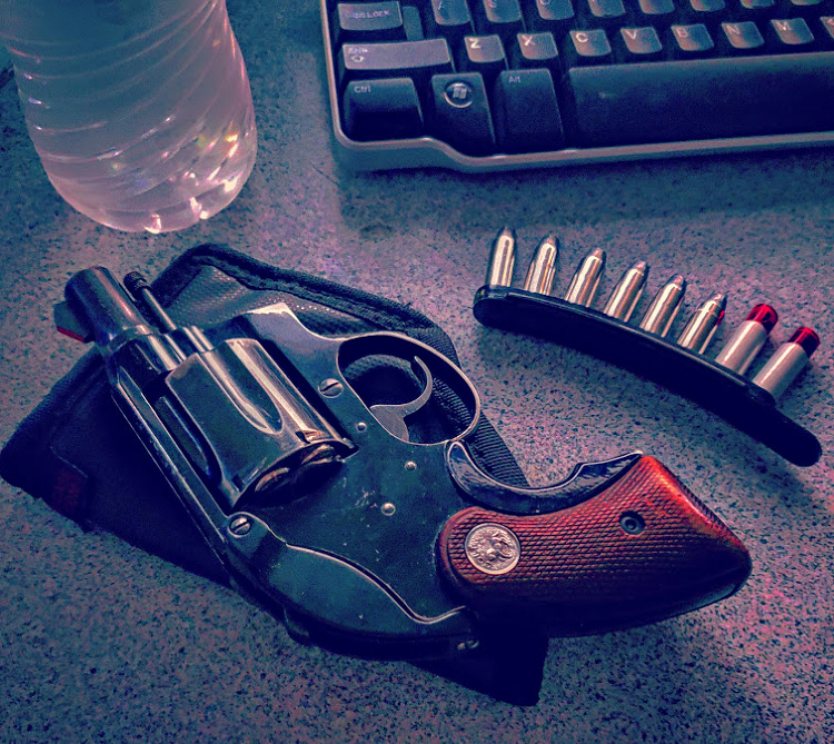 Colt Agent snub nosed revolver, 8 round speed strips with 2 rat shot.