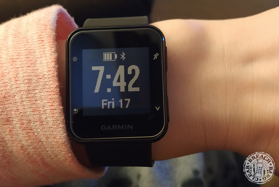 When being used as a watch, the time on the forerunner 35's inverted display is easy to read.