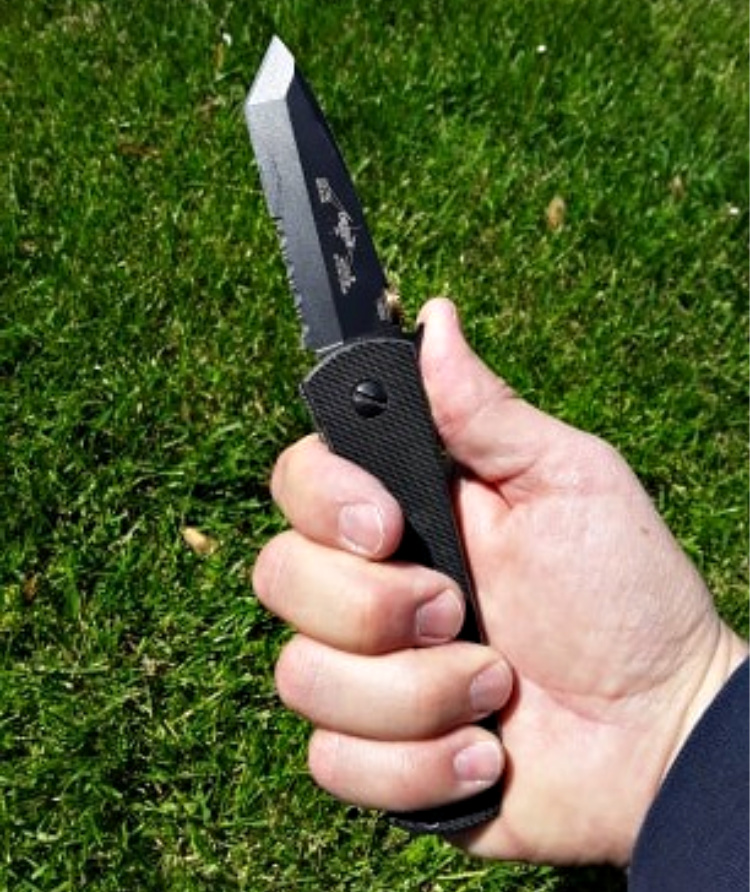 The CQC-7 has a very secure, comfortable grip in the hand.
