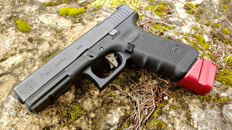 Glock 17 with Shield Arms +5 magazine extension