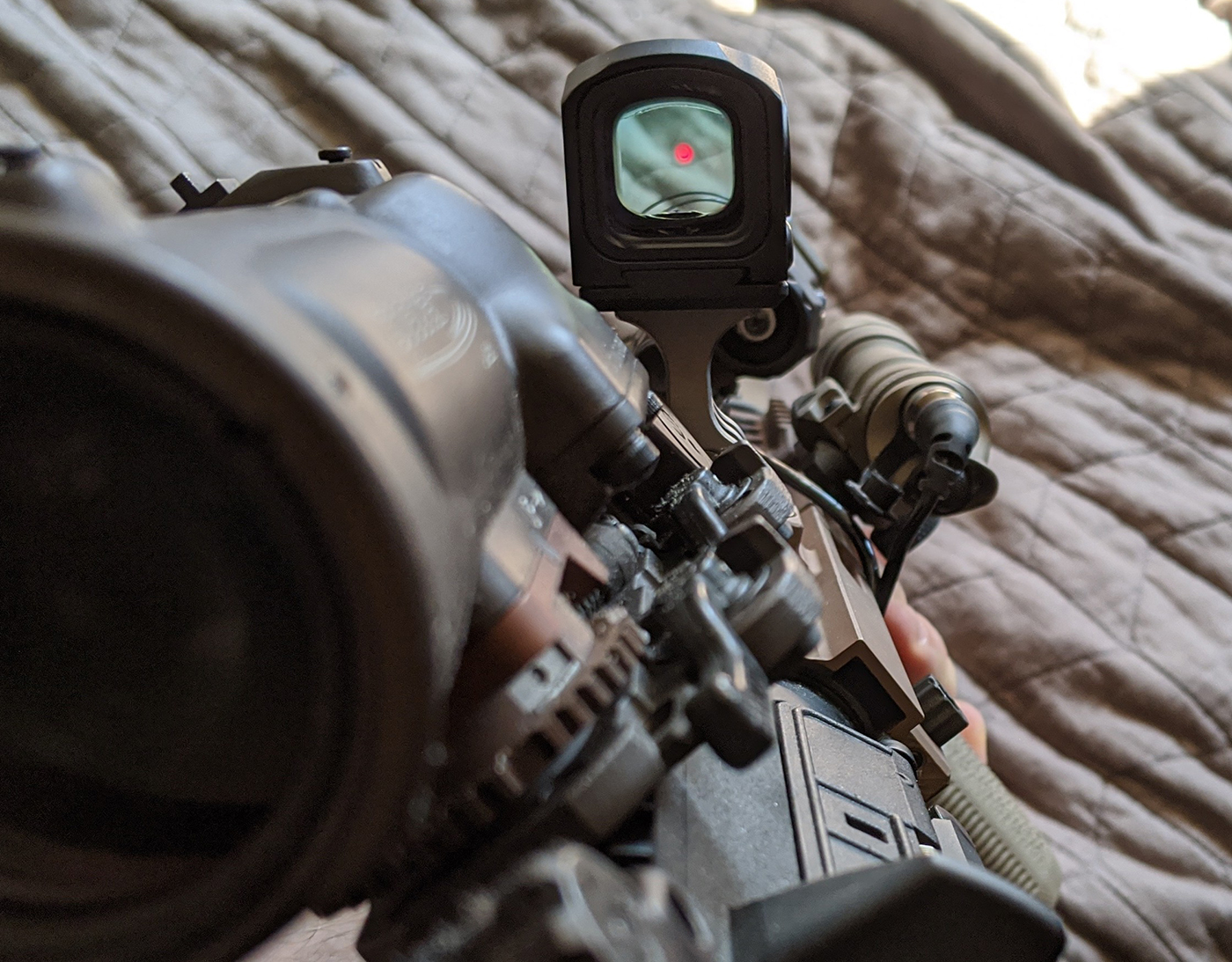 Relationship between MAWL laser and offset sight mount with Acro P-1 on CQB configured HK416.
